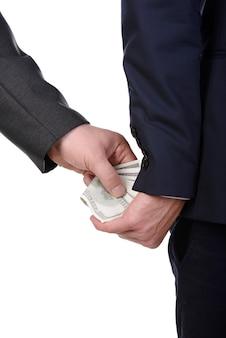 男は優しく分離された賄賂を取ります