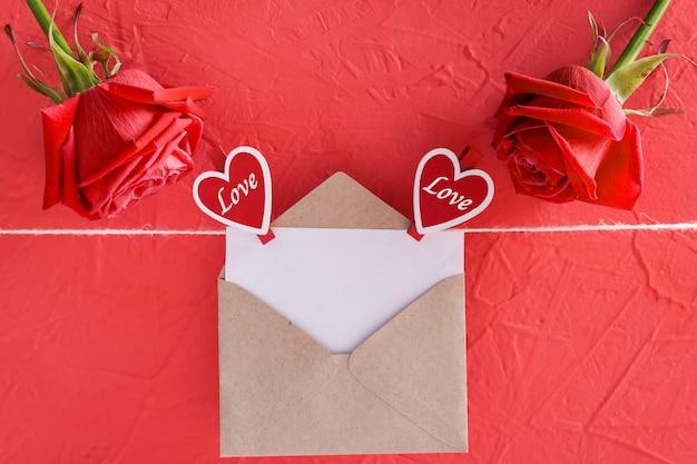 バレンタインデーのための赤の碑文幸せなバレンタインデー