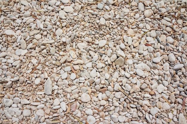 小さな自然に磨かれた岩石の背景。