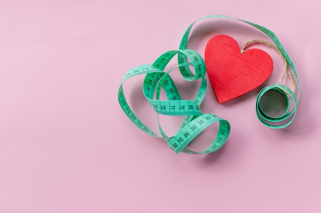健康的な食事を象徴する緑色の測定テープ