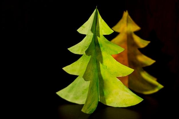 ヴィンテージ紙のクリスマスツリーにクローズアップ