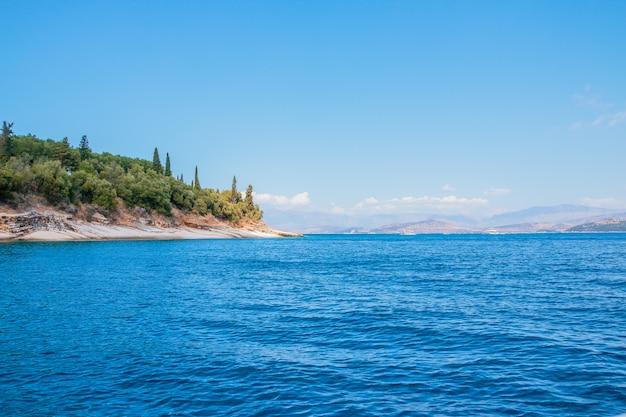 Потрясающий ландшафт греческого острова закинф в ионическом море.