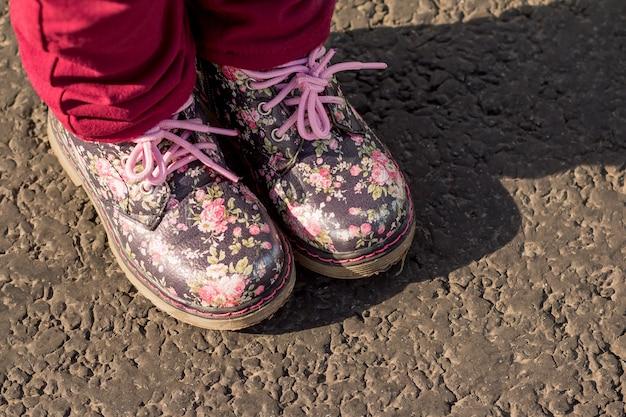 花柄の子供用ブーツ