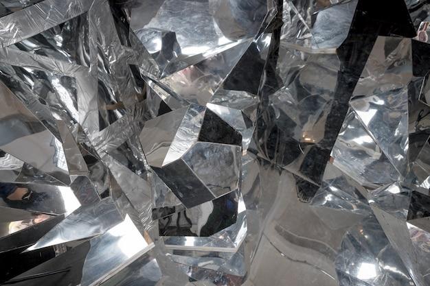 割れた氷の大きな破片。砕いた氷の塊。抽象的な表面。光沢のある質感。