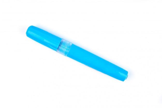 白い背景に分離された青いメーカーペン