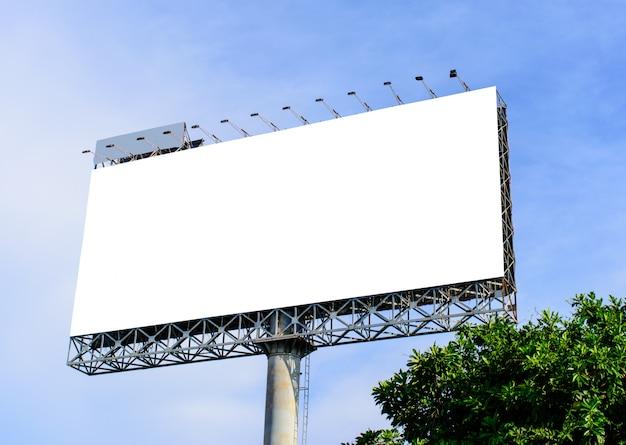 新しい広告のためのブランクの看板