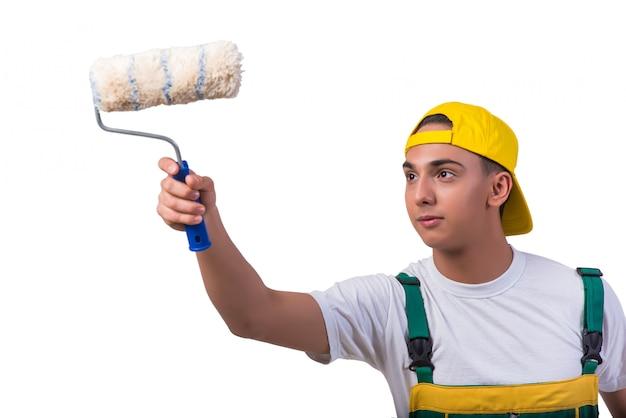 Молодой художник-ремонтник с роликом, изолированный на белом