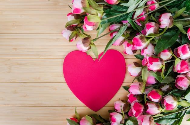 あなたのメッセージのバラとハート型のカード