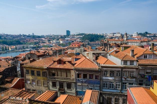 夏の日のポルト市の眺め