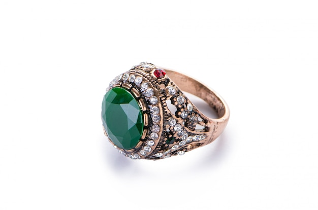 Золотое ювелирное кольцо изолированное