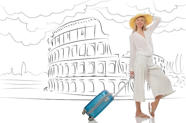 Молодая женщина едет в рим в италию
