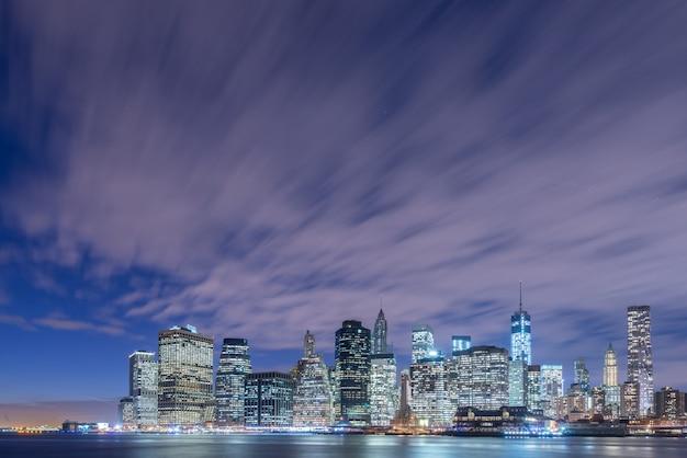 ブルックリンからより低いマンハッタンの眺め
