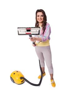 白で隔離掃除機を持つ女性