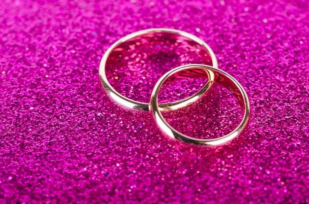 Обручальные кольца в романтической концепции