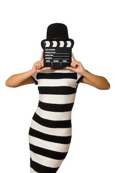 白の映画クラッパーを持つ女性