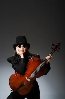 音楽的な概念の若い女性