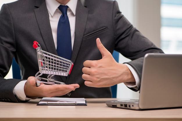 ショッピングカートのトロリーと実業家