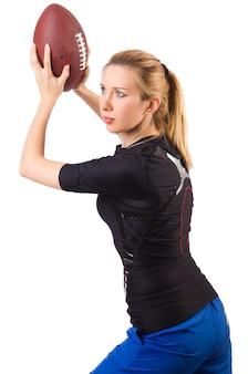 Женщина с американским футболом на белом фоне