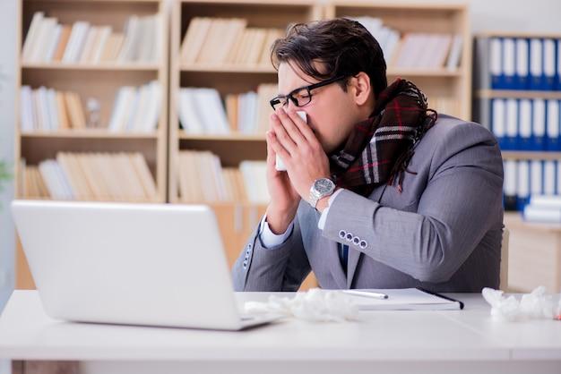 Больной бизнесмен страдает от болезни в офисе
