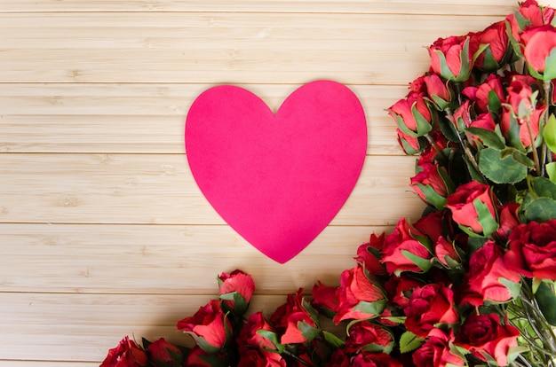 あなたのメッセージをバラとハート型のカード