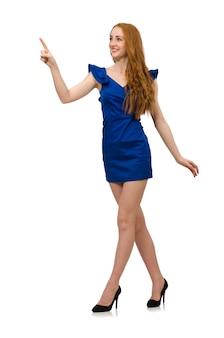 分離された青いドレスの背の高いモデル