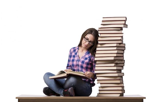 若い学生、白で隔離される大学の試験の準備