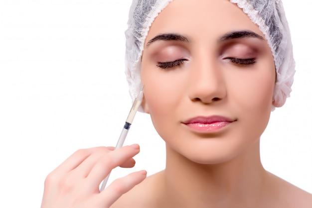 若い女性が白で隔離整形手術の準備