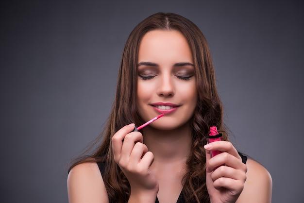 Красивая женщина, нанесения макияжа