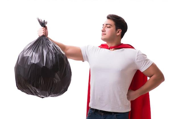 分離されたゴミ袋を持つスーパーヒーロー男