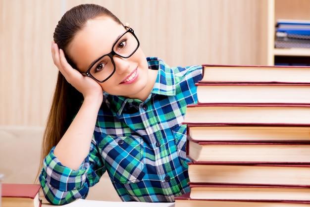 若い女子学生の試験の準備
