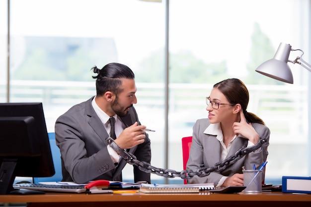 Мужчина и женщина в бизнес-концепции
