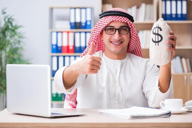 若いアラブのビジネスマン