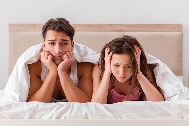 ベッドで妻の夫と家族の対立