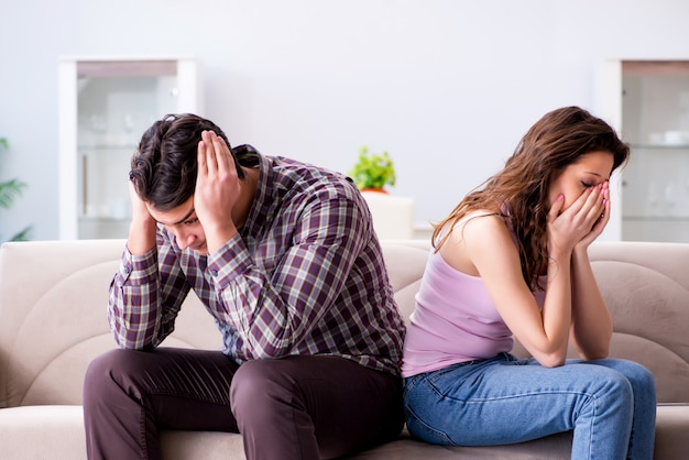 壊れた関係概念の若い家族