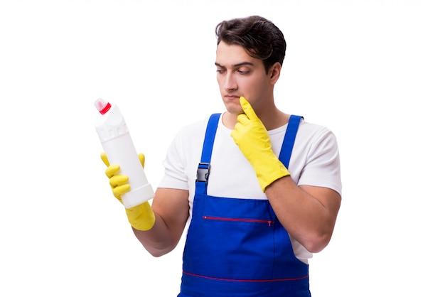 白で隔離される洗浄剤を持つ男
