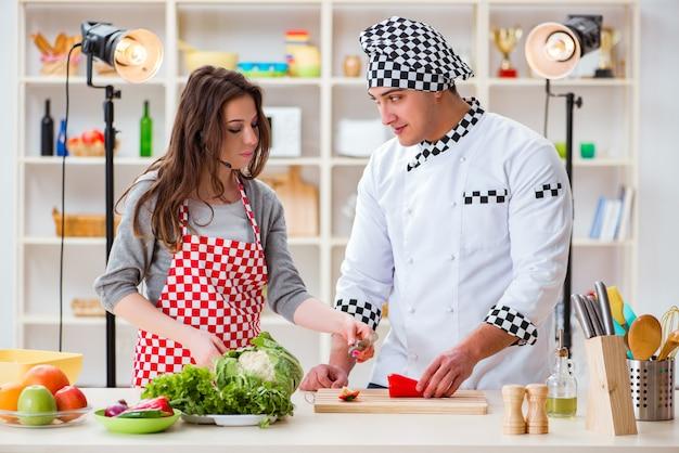 スタジオでの料理テレビ番組