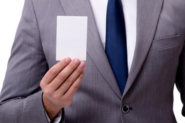 白で隔離される空白のカードを持ったビジネスマン