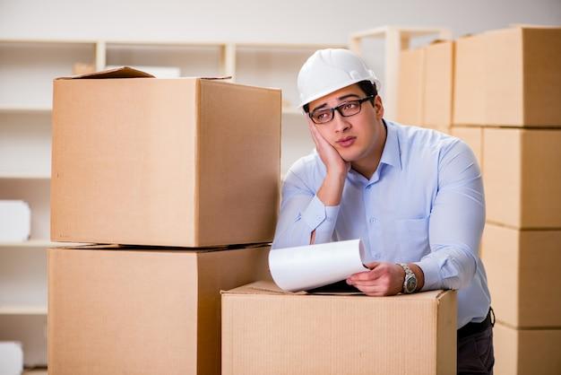 ボックス配信再配置サービスで働く男