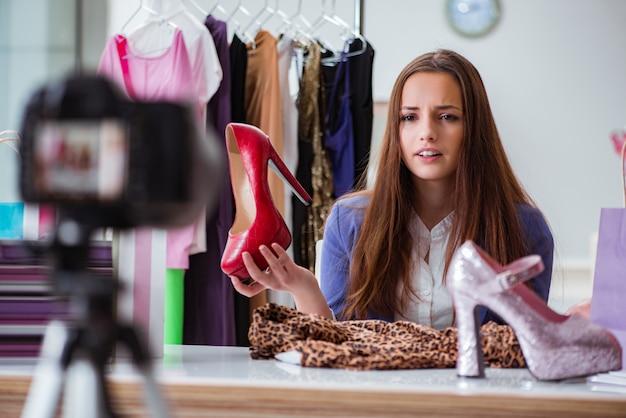 ブログのビデオを録画するファッションブロガー