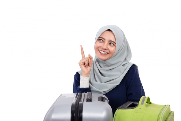 上向きのヒジャーブとイスラム教徒の女性