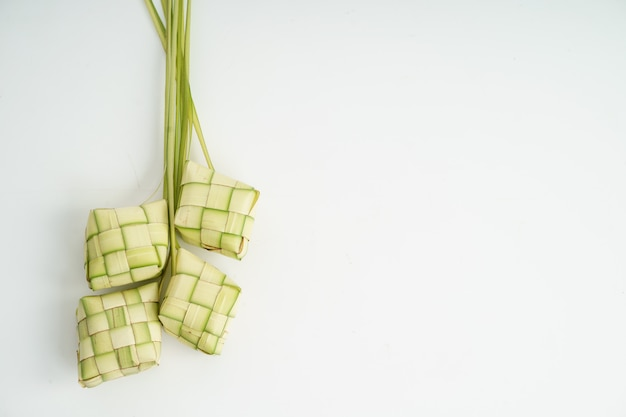 Кетупат рисовый пирог