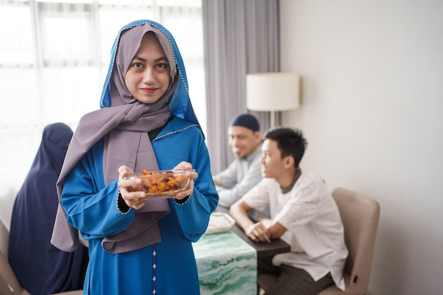 イスラム教徒の家族のための料理