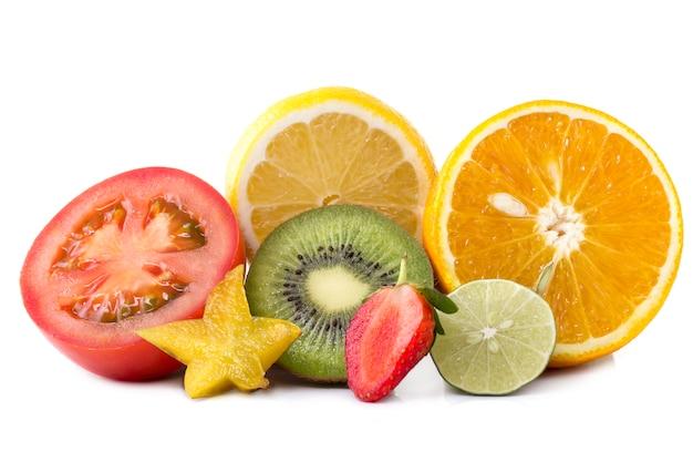 スライスしたエキゾチックなフルーツの品揃え