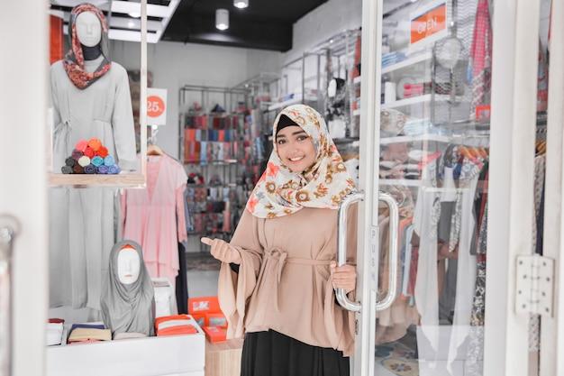 Недавно открытый магазин модной одежды