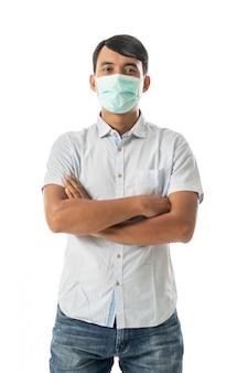 Человек, носящий маски для лица