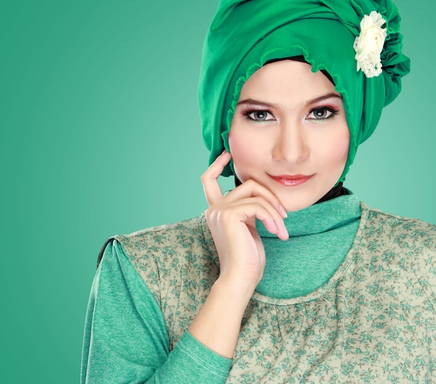 ヒジャーブを着ている美しい女性の肖像画