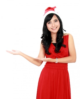 コピースペースを示すクリスマスサンタ帽子で美しい女性