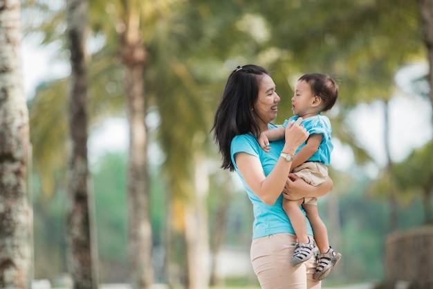母と息子の愛