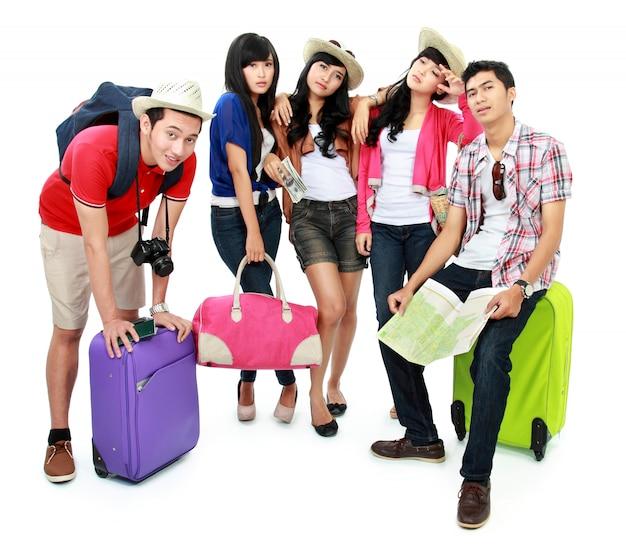Группа молодых туристов устала