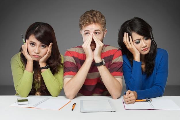 Группа молодых студентов